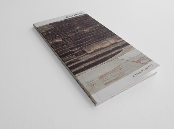 Actes Sud/Altadis, 2002. 10x19 cm. 64 pág.
